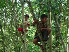 Kinds playing in Tetebatu forest